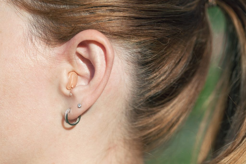 Attractive features of using the hearing aids
