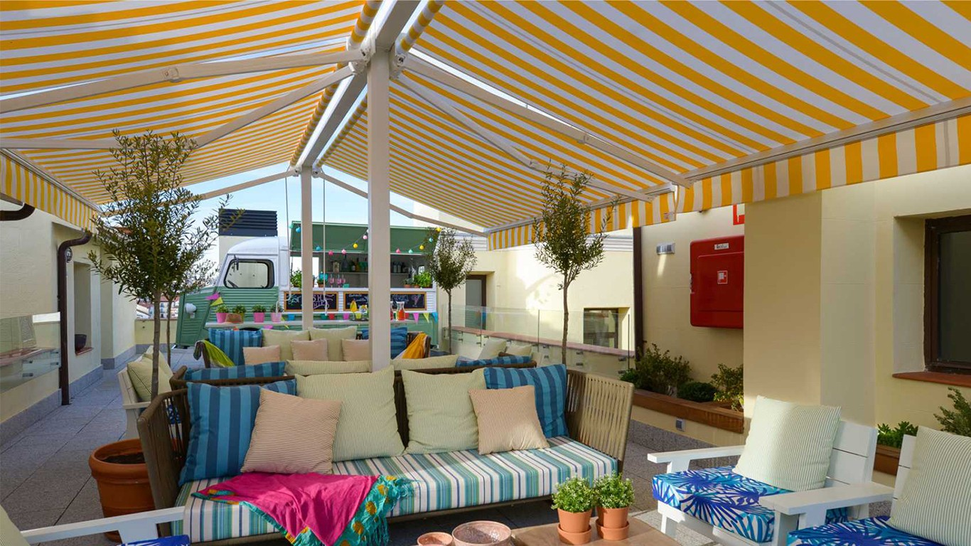 Why buy Austin retractable awnings through online sites?